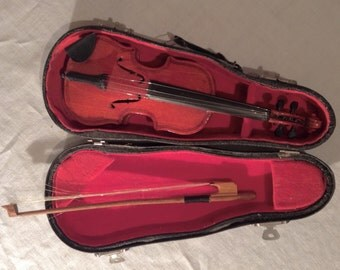 Sale ! Vintage miniature Violin in Case