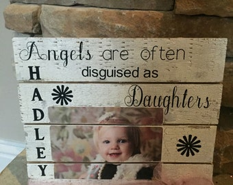 Pallet frame with quote