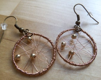 """Dangling earrings """"fly trap"""" copper and pearls"""
