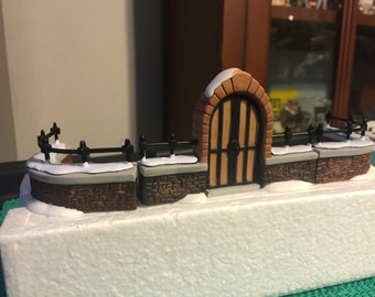 Dept 56 Heritage Village -  Churchyard Gate and Fence (Set of 3)