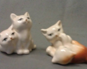 Vintage Set of Kitty Cats Beige and Tan Playing Figurine