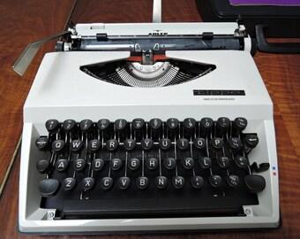 TA Tippa Manual portable typewriter