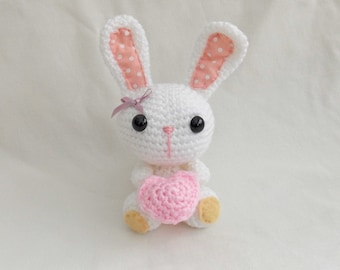 Crochet Mrs Bunny, Amigurumi Mrs Bunny, Crochet Mrs Rabbit with crochet heart