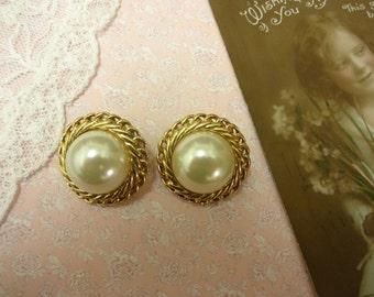 Vintage Pearl Clip on Earrings, Pearl Button Earrings