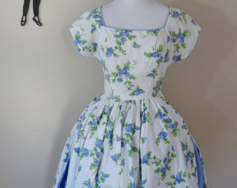 Vintage 1950's Floral Day Dress / 50s Full Skirt Dress XS/SM  tr