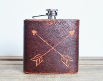 Personalised Leather Hip Flask Crossed arrows monogram Customised genuine leather flask Personalised rustic hip flask Leather flasks for men