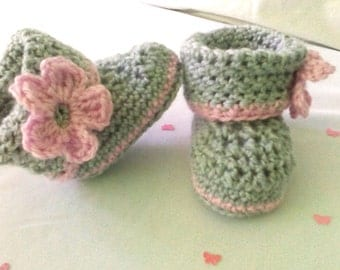 Crochet with flower baby shoes - baby flower booties