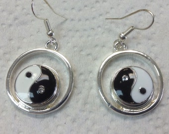 HANGING WIRE EARRINGS...yin yang  snaps included...