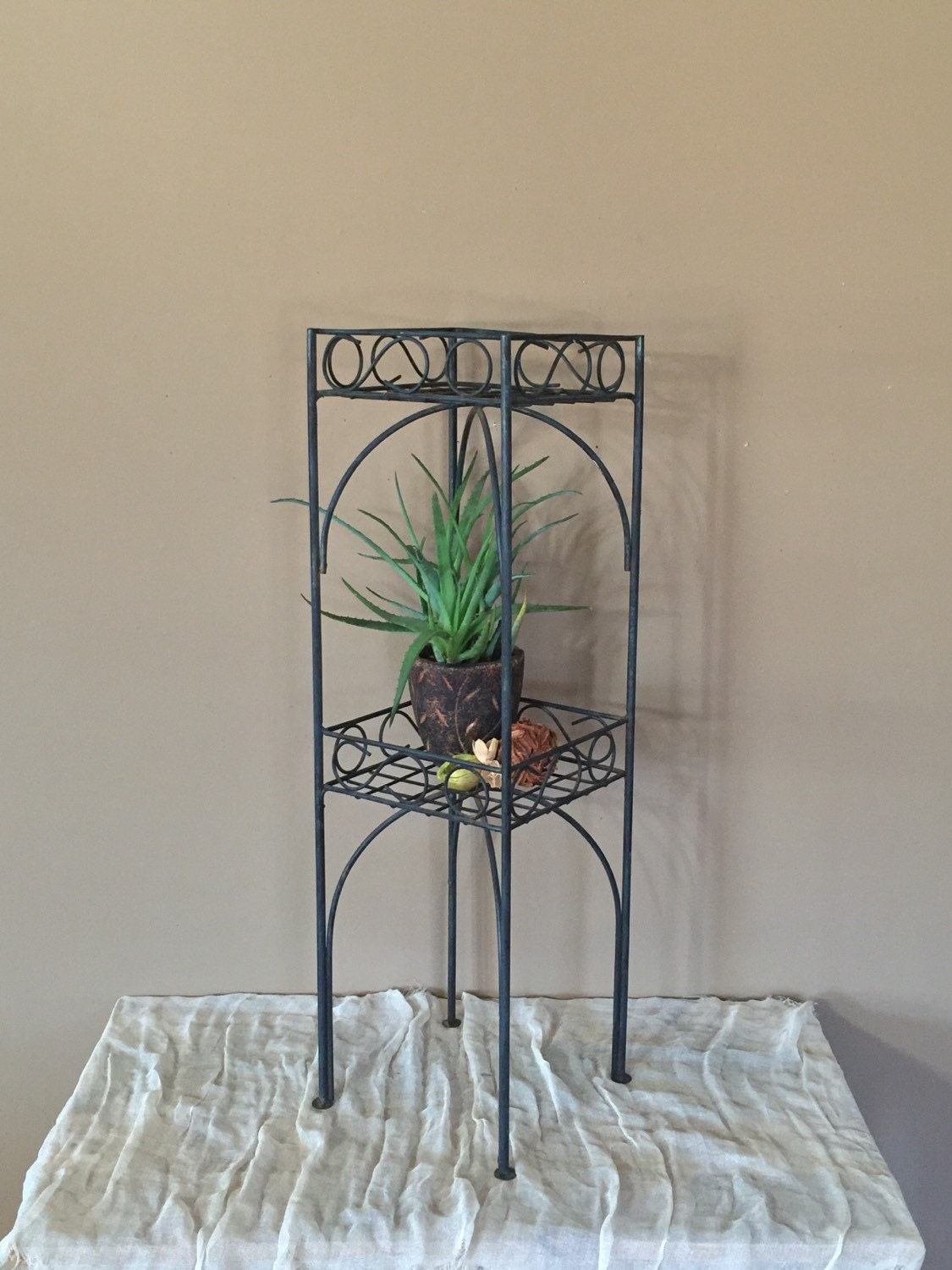 Vintage rusty two tier plant stand vintage metal plant stand - Tiered metal plant stand ...