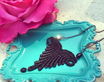 Lace necklace || Waves of lace necklace in black