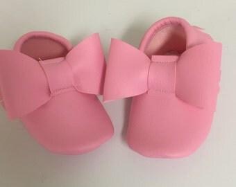 Bubble Gum Pink Bow Moccs