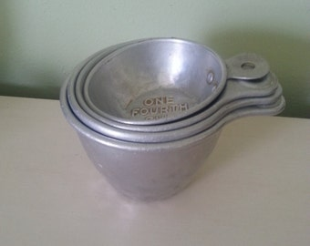 vintage graduated measuring cups, vintage measuring cups, aluminum cups, vintage aluminum measuring cups