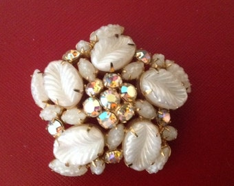 WEISS Moulded Art Glass & Aurora Boralis Chatones Vintage Brooch