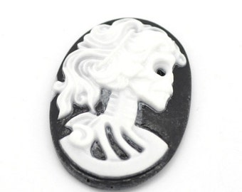 2 pieces - 18x25mm skull Lady cameo black/white