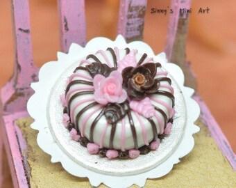 1:12 Miniature Pink & Black Floral Trimmed Cake / Dollhouse Miniature Cake/ Miniature food BD K1456