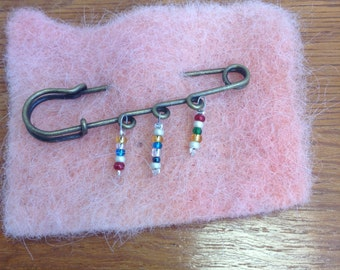 Beaded brooch 1