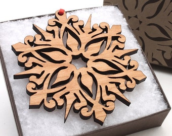 2016 Snowflake Ornament from Nestled Pines - Detailed Snowflake Gift Box Set . Made in the USA
