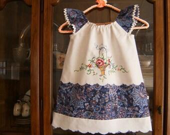 Girl's 4/5T Peasant Dress, Girl's 4/5T Dress, Pillowcase Dress 4/5T, Vintage Dress 4/5T, Upcycled Girl's Dress 4/5T