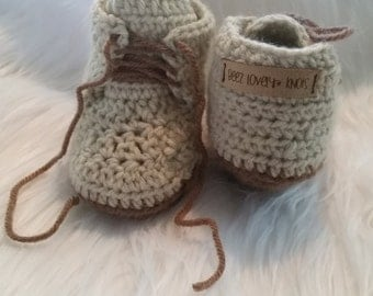 Baby boots with lace