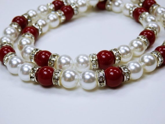 Elegant pearl necklace in dark red and white and rhinestone stones, festive, elegant party jewelry bracelet