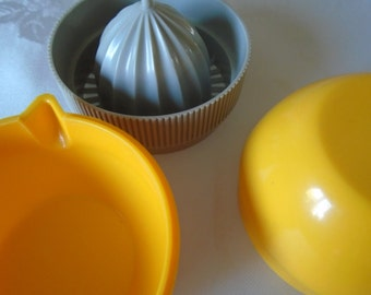small juicer with jug yellow/grey