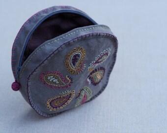 Handembroidered linen pouch, handmade linen clutch, make up purse, coinpurse, round clutch, beauty case