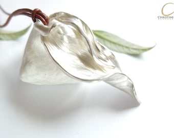 Heavy silver necklace: leaf down