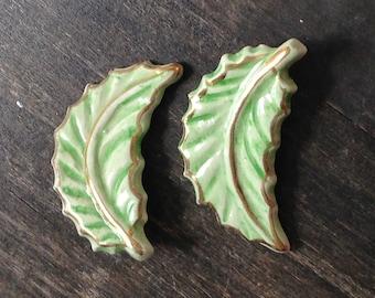 green leaf ceramic vintage clip on earrings, vintage earrings, leaf, clip on, green earrings, nature earrings