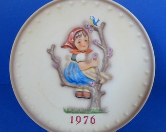 "Vintage 1976 Hummel Annual Plate ""Globetrotter""  Sixth in Series"