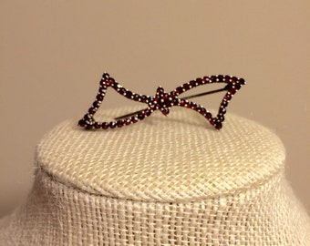 Bohemian Garnet Bow Brooch with 9k gold and silver