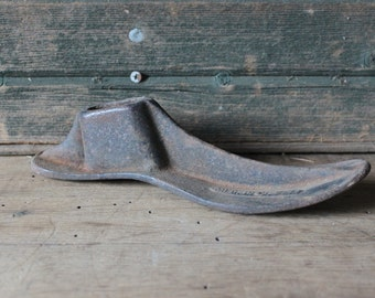 Cast iron cobblers shoe form