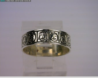 Sterling Silver Eternity Band with Children Faces. (B5056)