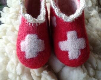 Baby - children slippers Handgefilzt sheep wool with anti slip sole and Swiss cross design sizes 18,19,20,21,22,23,24,25,26