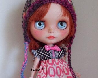 Blythe helmet hat Tummeliten multicolour OWL blythe handknitted pom pom buttons knit blythe