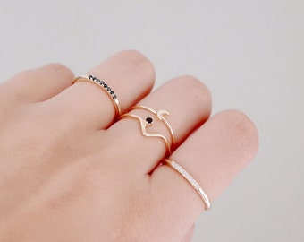V shaped ring - Black stone ring - Minimal ring - Minimal jewelry - Stackable ring - Dainty ring