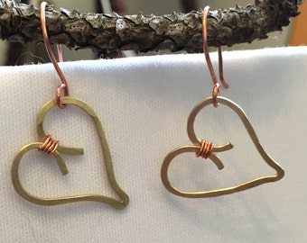 Hammeres brass and copper wire heart earrings