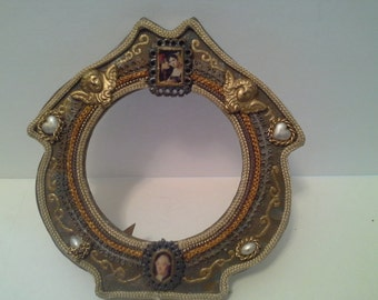 Round frame with accents
