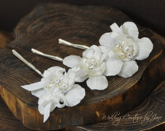 White Flower Hair Pins with pearls and crystals (set of 3), Wedding hair pins, bridal hair pins, bridal bobby pins