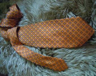 VBT021 : Vintage Guy Laroche 100% Silk Made In Italy Mens Necktie