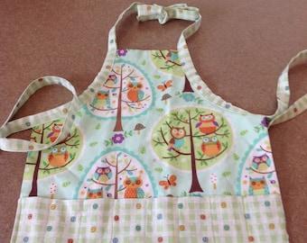 Child coloring apron, travel apron, owl's child apron, toddler coloring apron