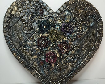 "11"" Heart wall hanging"