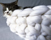 Cat Bed, Pet bed, Pet cave, Pet Bedding, Chunky Knit Cat bed, Merino Wool Cat bed,