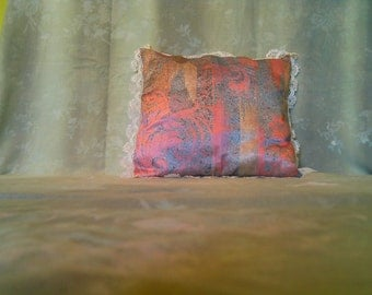 Cushion satin with old lace to the zone