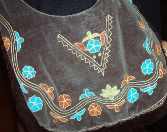 Vintage embroidered Southwestern hippie boho purse.