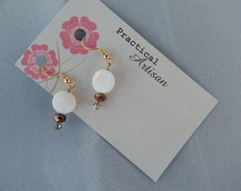 Gold wire with white mother of pearl round and bronze drop