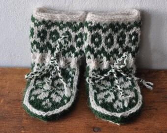 SALE Elwin Baby Slipper Socks newborn - 3 months Leaf & Ivory