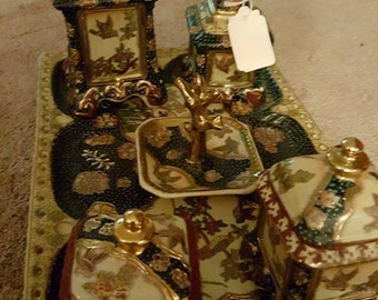 this is a beautiful antique Japanese dressing table set