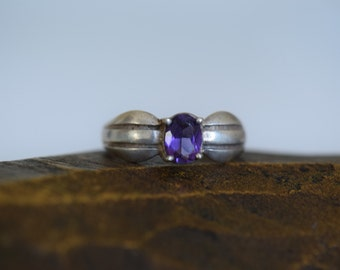 Purple Stone Solitaire Vintage Stripe Band 925 Silver Ring, US Size 8.75, Used
