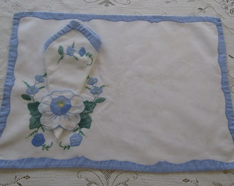 Vintage Place Mat Set With Four Napkins, Place Mats And Napkins With Blue & White Applique Flowers,Unique Place Mat Napkin Holder