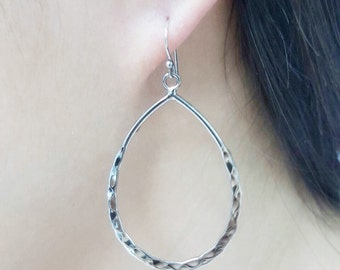 Free shipping!!! Hand-Hammered Textured Drop Earrings 925 Sterling Silver tear drop dangle everyday easy to wear sparkling shining look